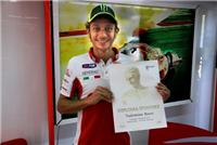 Валентино Росси награжден дипломом в честь девятого титула