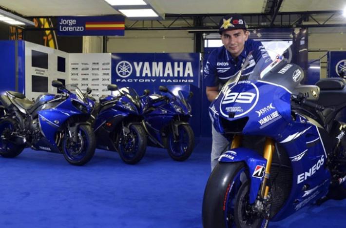Yamaha Factory Racing в Мизано в специальном окрасе.