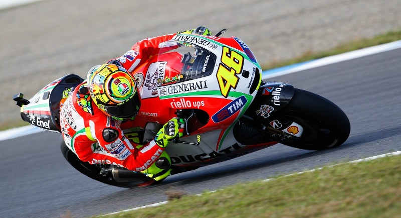 Гонщик заводской команды MotoGP Ducati Валентино Росси