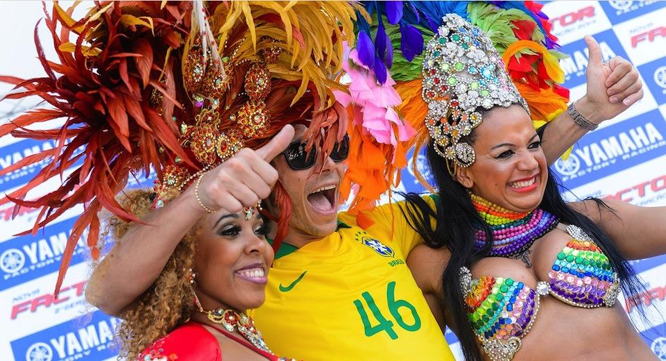 Валентино Росси станцевал самбу в Бразилии