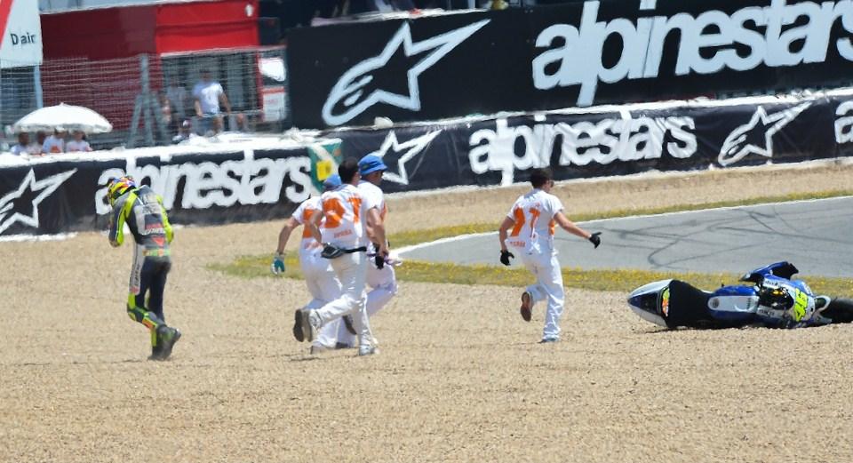 Падение Валентино Росси на квалификации Гран-При Испании 2013