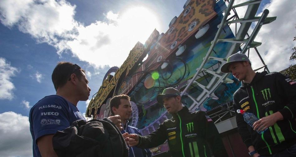 Гонщики чемпионата мира MotoGP в Диснейленде