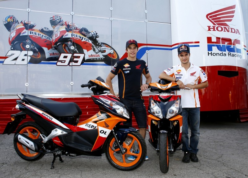 Команда Repsol Honda получила новые скутеры Honda NSC50R