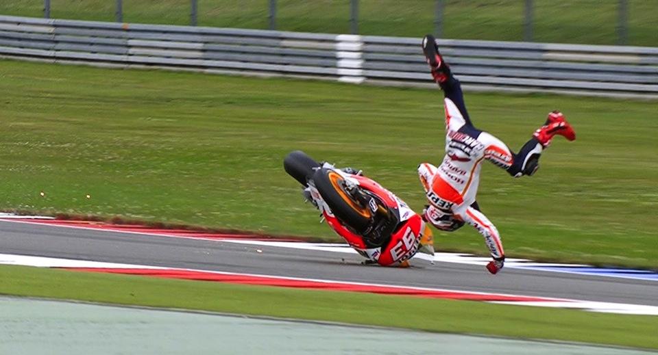 Падение Марка Маркеса на третьей практике Гран-При Нидерландов