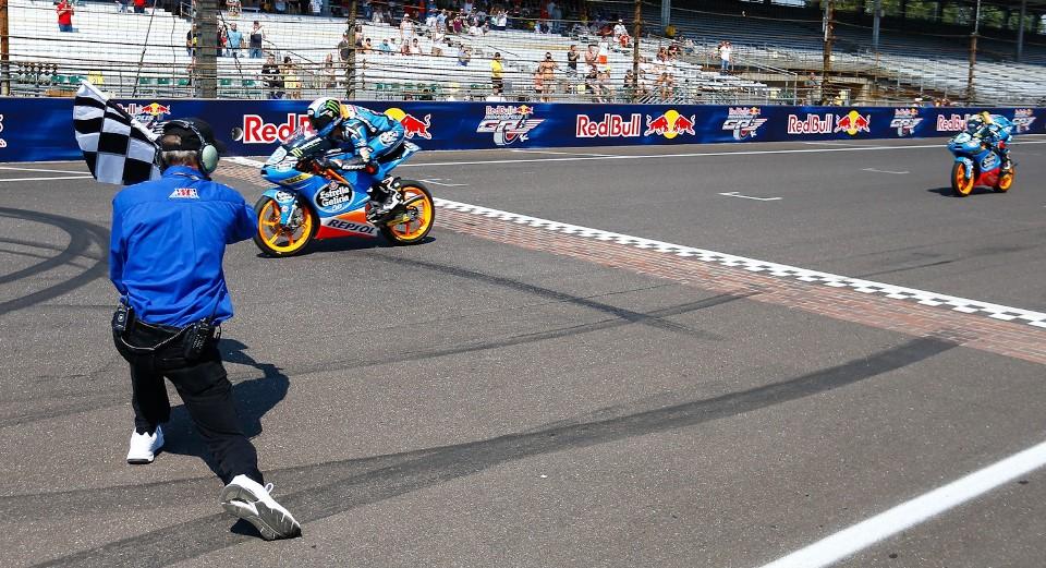 Финиш Moto3 Гран-При Индианаполиса 2013