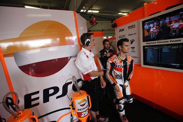 Гонщик команды Repsol Honda Дани Педроса