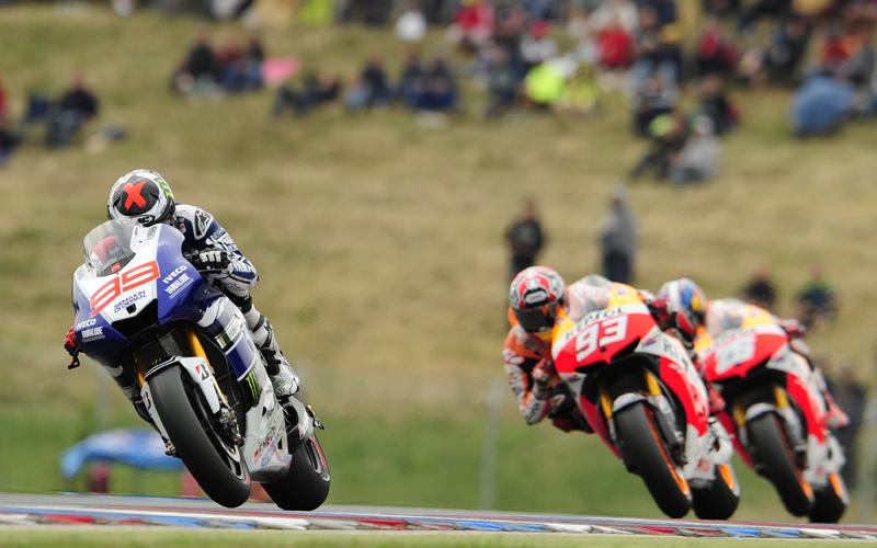 Гонщик заводской команды Yamaha Racing Хорхе Лоренцо