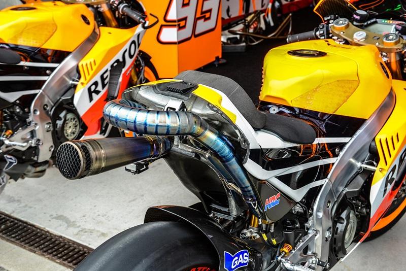 Технические подробности Honda RC213V в фотографиях
