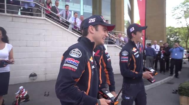 Дани Педроса и Марк Маркес посетили головной офис Honda Motor