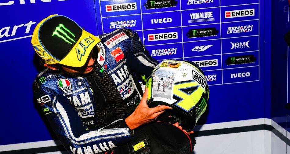 Валентино Росси посвящает свой шлем Sic