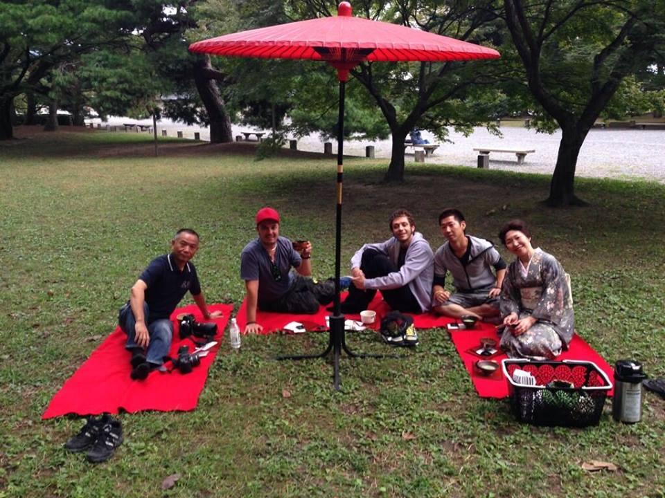 Валентино отправился, чтобы встретиться в Киото  со своим другом Макао Фурусавой