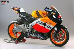 Honda RC211V. 2004 год. 240 л.с. 148 кг. Алекс Баррос, Ники Хэйден
