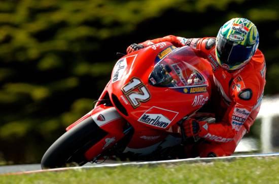 Трой Бэйлис на Филип Айленде - только 9 место в 2004-м. Выступления австралийцев на домашних этапах за рулем Ducati не всегда были успешными...
