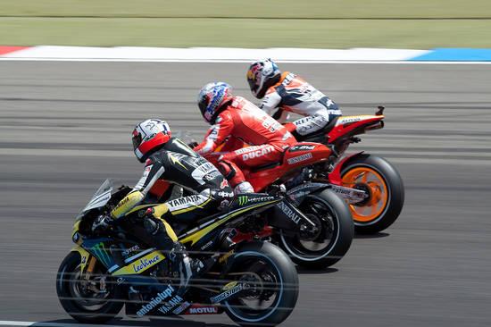 Индианаполис. Три разных мотоцикла. Можно оценить различные формы маятников