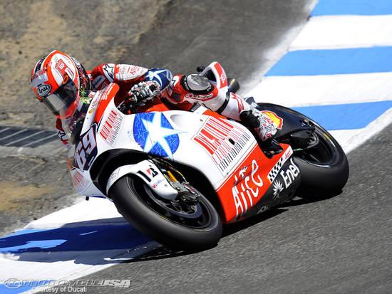 """Лагуна Сека. Ники хорошо проехал домашнюю трассу и пришел 5-м. Попутно прорекламировал марку: """"Купил Ducati - поддержал Америку!"""" Ну, и Италию"""