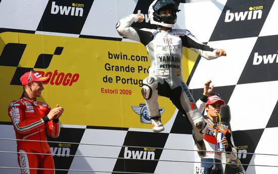 """Возвращение Стоунера в Португалии прошло успешно. Но победа ушла """"астронавту"""" Лоренсо"""