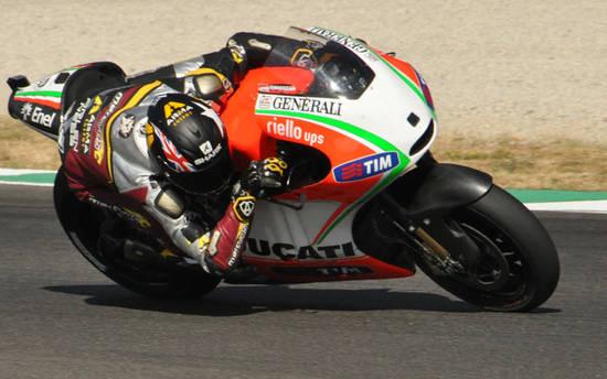 Летом 2012-го к тестам привлекли гонщиков из Moto2 - Янноне и Реддинга (на фото). Итальянец на следующий год окажется в Pramac Team, англичанин наоборот, не спешит в GP