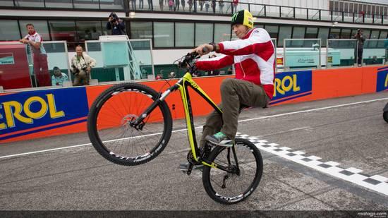 На этап в Мизано Ducati привезла секретную разработку, на которой Вале сразу смог показать чемпионский темп. Но по неизвестным причинам проект быстро прикрыли