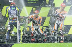 Подиум MotoGP: Росси, Маркес, Педроса