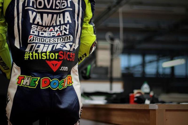 Валентино Росси выставил свой комбинезон на аукцион