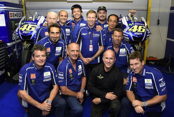 девятикратный чемпион мира по мотогонкам Валентино Росси продлил контракт с заводской командой Movistar Yamaha MotoGP