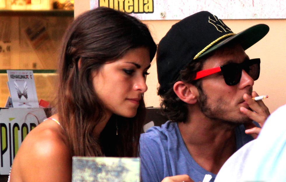 Валентино Росси и его подруга Линда Морселли: Поцелуи и объятия на Ибице!