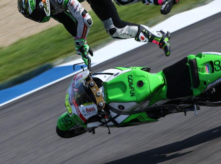Фотографии падения Альваро Баутисты во время третьей практики Гран-При Индианаполиса 2014