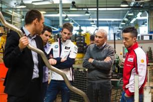 Андреа Довициозо и Марко Виттман посетили фабрику Акрапович
