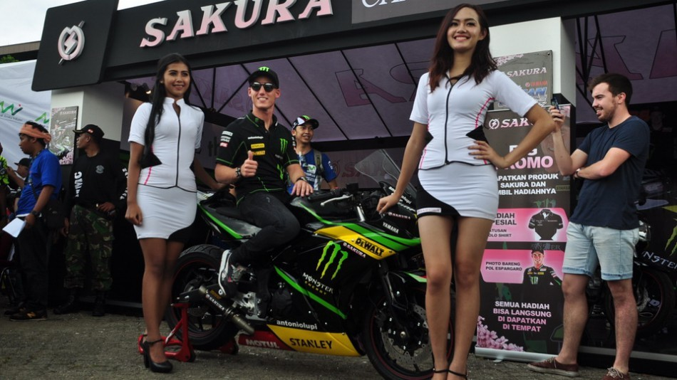 Пол Эспаргаро встретился с индонезийскими фанатами