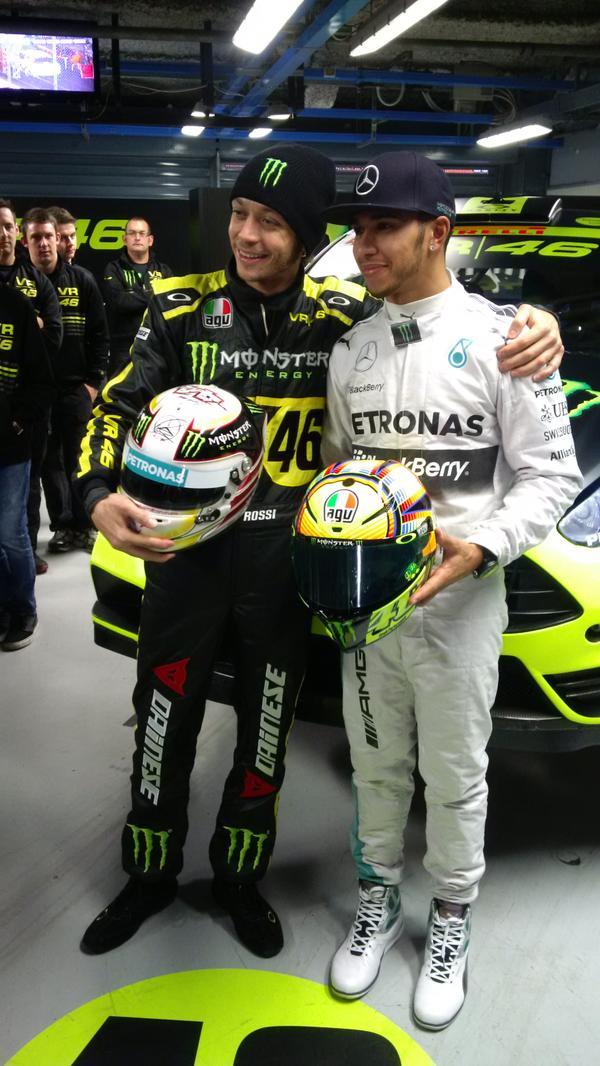 Валентино Росси и Льюис Хэмилтон обменялись шлемами на Monza Rally