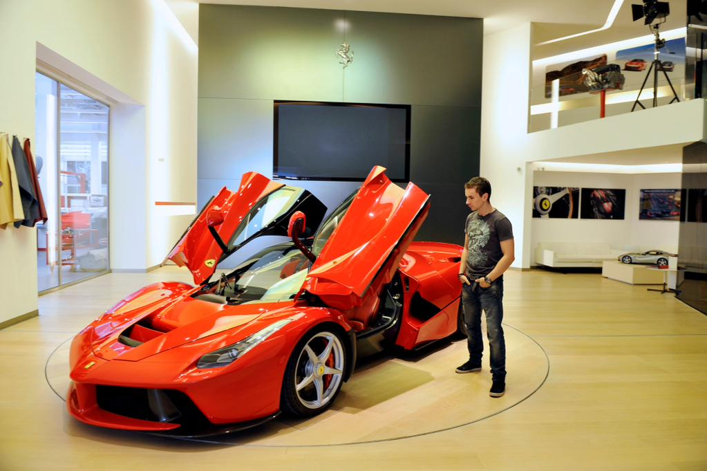 Хорхе Лоренцо посетил Ferrari в Маранелло