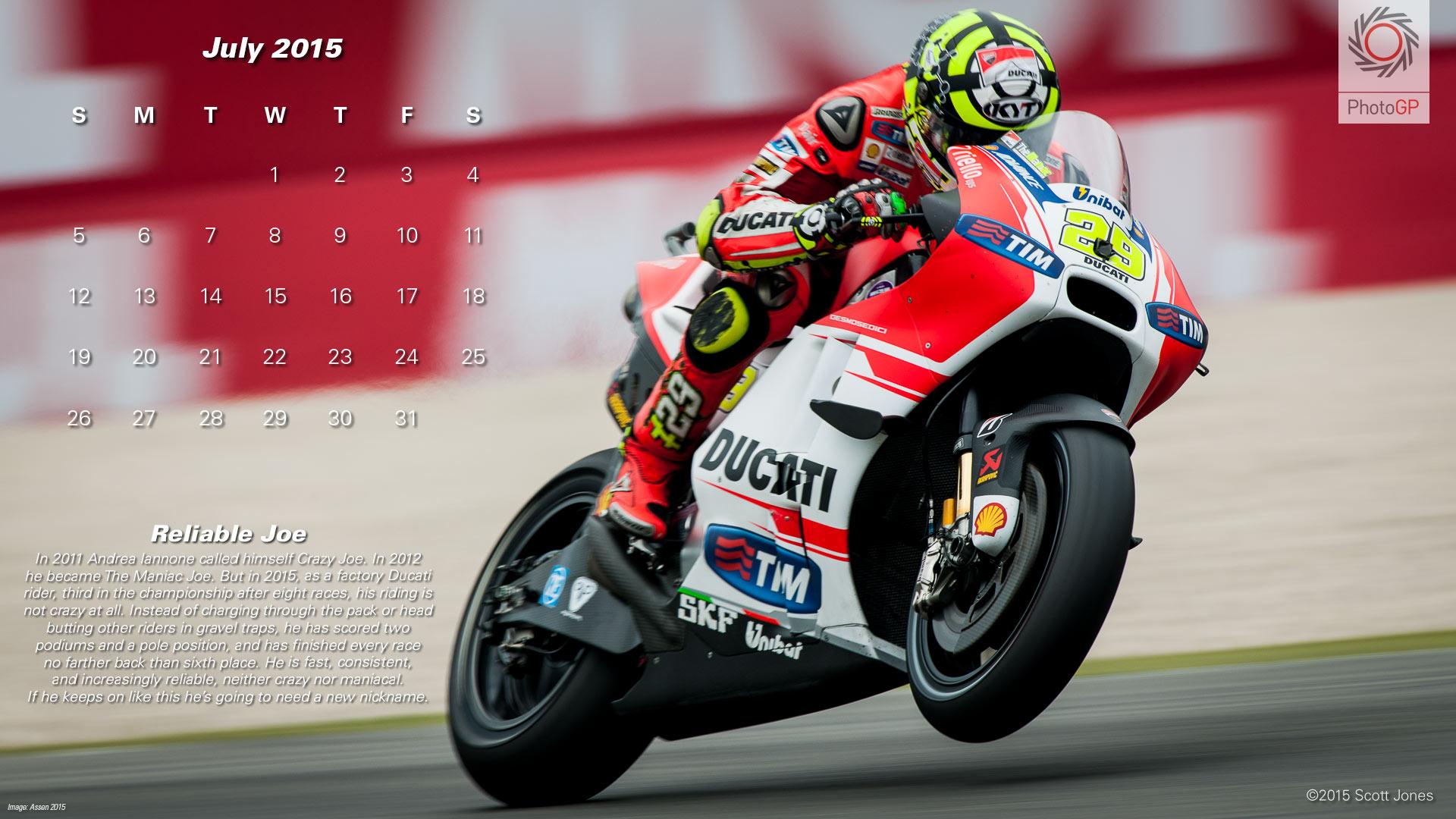 Календарь в стиле MotoGP на июль 2015 года от фотографа Скотта Джонса