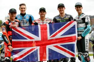 Гонщики MotoGP на Тауэрском мосту