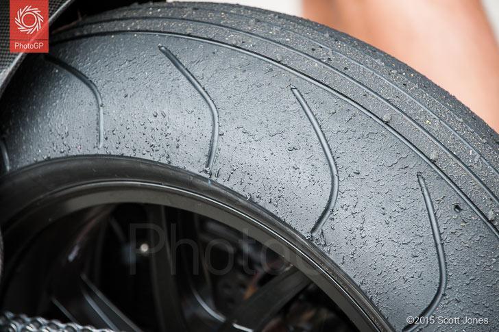 Фото задней промежуточной покрышки Michelin на мотоцикле Петруччи