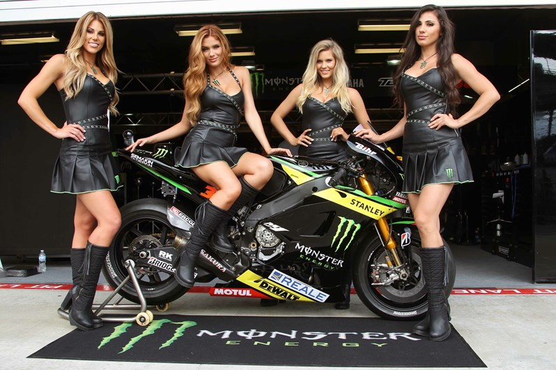 Monster Yamaha Tech3 и грид-герлс