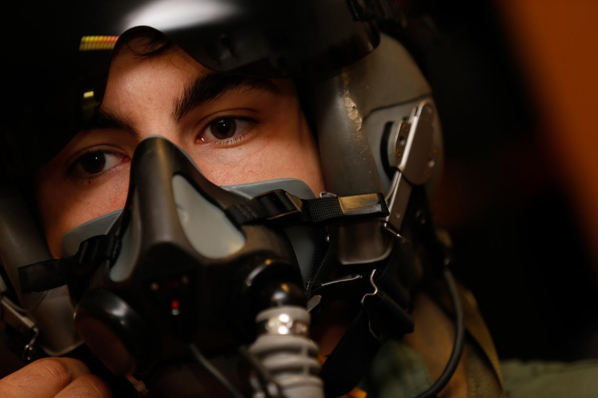 Маверик Виньялес сел за штурвал истребителя в погоне за скоростью _gp_2171.gallery_full_top_lg