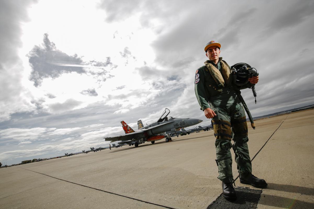 Маверик Виньялес сел за штурвал истребителя в погоне за скоростью _gp_9534.gallery_full_top_lg