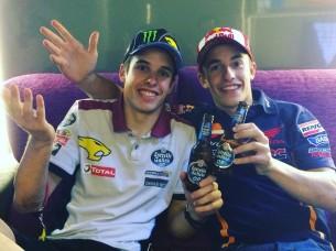 Алекс и Марк Маркесы с пивом