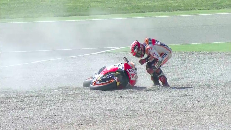 Падение Марка Маркеса в гонке MotoGP Гран-При Арагона 2015
