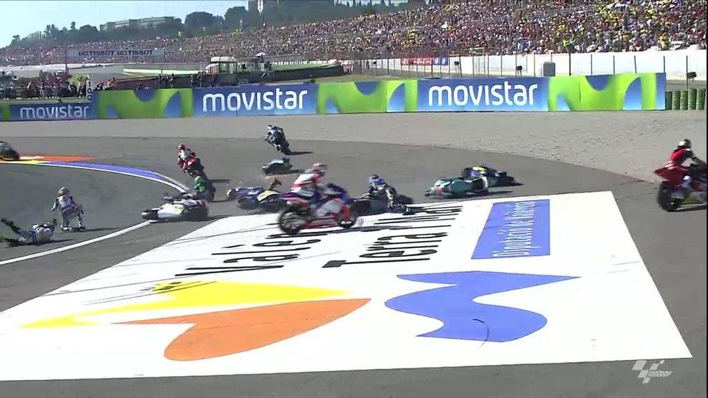 Завал в гонке Moto2 Гран-При Валенсии 2015