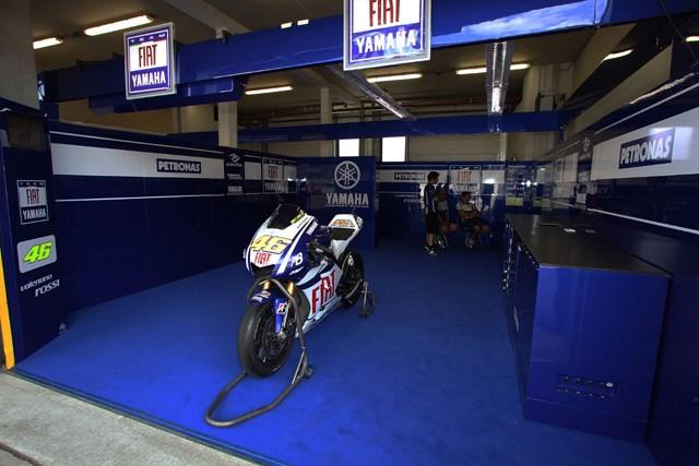 Стена в бокса Movistar Yamaha MotoGP