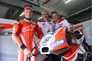 Приватные тесты Ducati MotoGP 2016 Кейси Стоунер_0006_4-OK_TIN9986