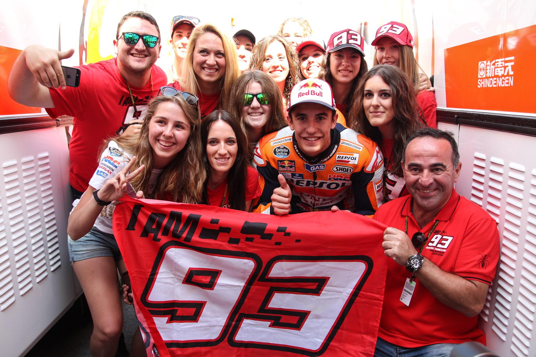 Марк Маркес с фанатами