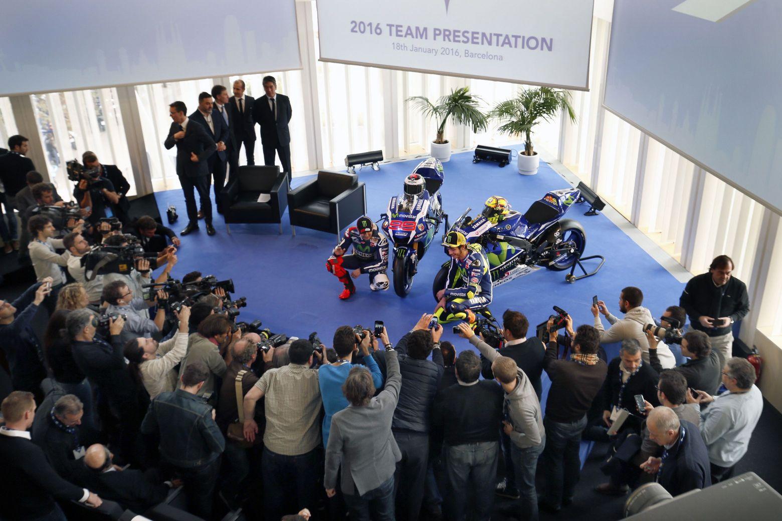 Лоренсо и Росси на презентации Movistar Yamaha 2016
