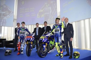 Лоренцо и Росси на презентации Movistar Yamaha 2016