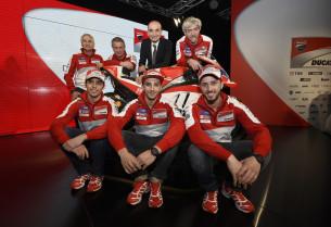 Пирро, Ианноне и Довициозо на презентации Ducati Team 2016