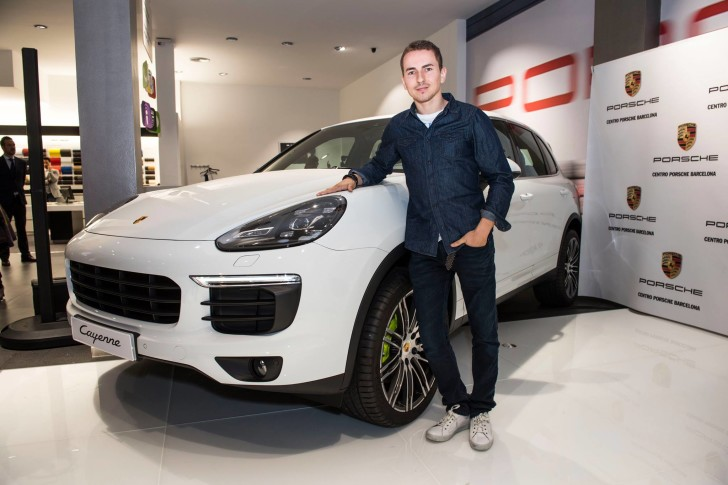 Лоренсо в Centro Porsche Barcelona