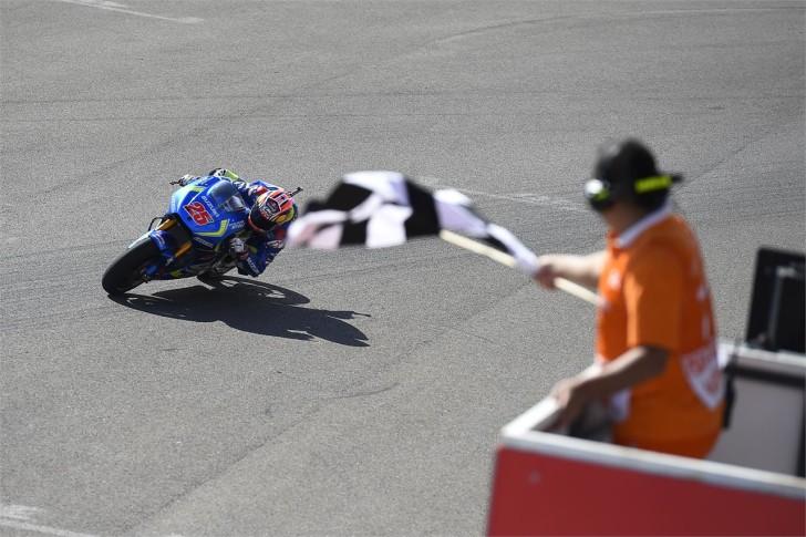 Маверик Виньялес, финишный флаг, Suzuki Ecstar, MotoGP 2016