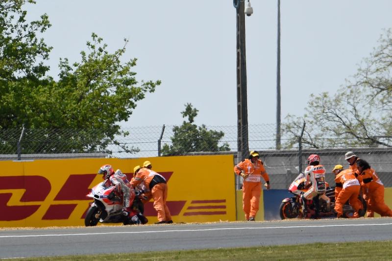 Марк Маркес и Андреа Довициозо, падение, гонка MotoGP Гран-При Франции 2016