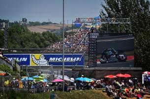 Телеэкран во время гонки MotoGP Гран-При Каталонии 2016